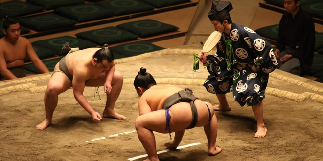 Gian nan vất vả đằng sau ánh hào quang của các võ sĩ Sumo - môn võ được kính trọng bậc nhất tại Nhật Bản - Ảnh 2.