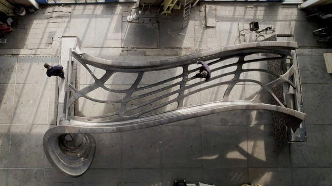 Công nghệ 3D giờ hiện đại đến nỗi, các kỹ sư đã có thể in ra một cây cầu làm hoàn toàn từ thép - Ảnh 2.