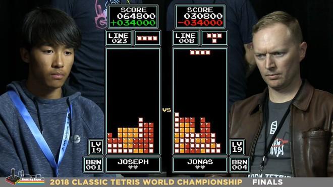 Vượt qua đối thủ sừng sỏ 7 lần về nhất, chàng trai 16 tuổi trở thành nhà vô địch mới của game xếp hình - Ảnh 1.