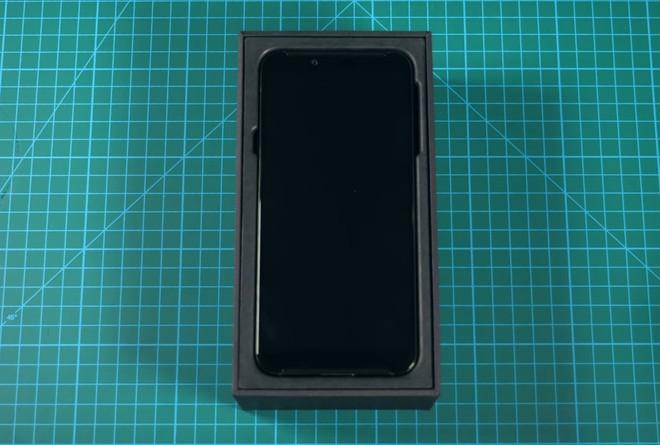 Mở hộp, trên tay smartphone gaming 10GB RAM đầu tiên của Xiaomi Black Shark 2 HELO - Ảnh 3.