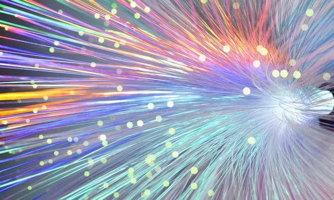 Các nhà khoa học đạt được đột phá ngành cáp quang, cho phép tín hiệu truyền đi nhanh gấp 100 lần hiện tại - Ảnh 1.