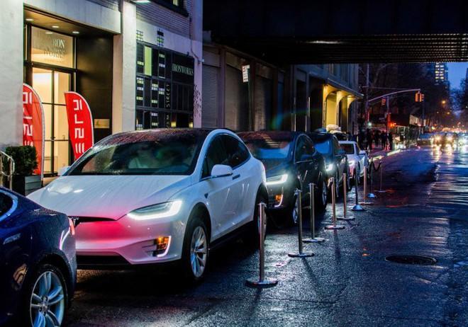 CEO Elon Musk tiết lộ kế hoạch phát triển ứng dụng cho đi nhờ xe cạnh tranh trực tiếp với Uber và Grab - Ảnh 1.