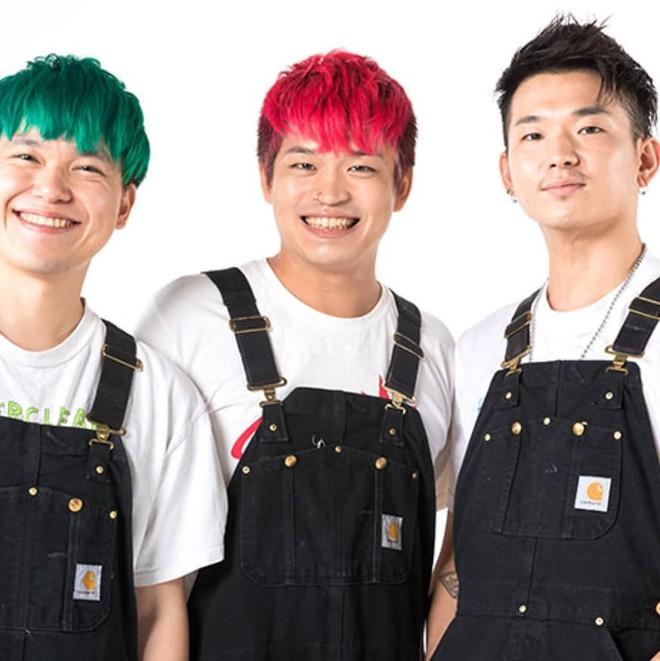 Vỗ vai chị em rồi chê xấu, nhóm Youtuber Nhật bị Internet lên án kịch liệt - Ảnh 1.