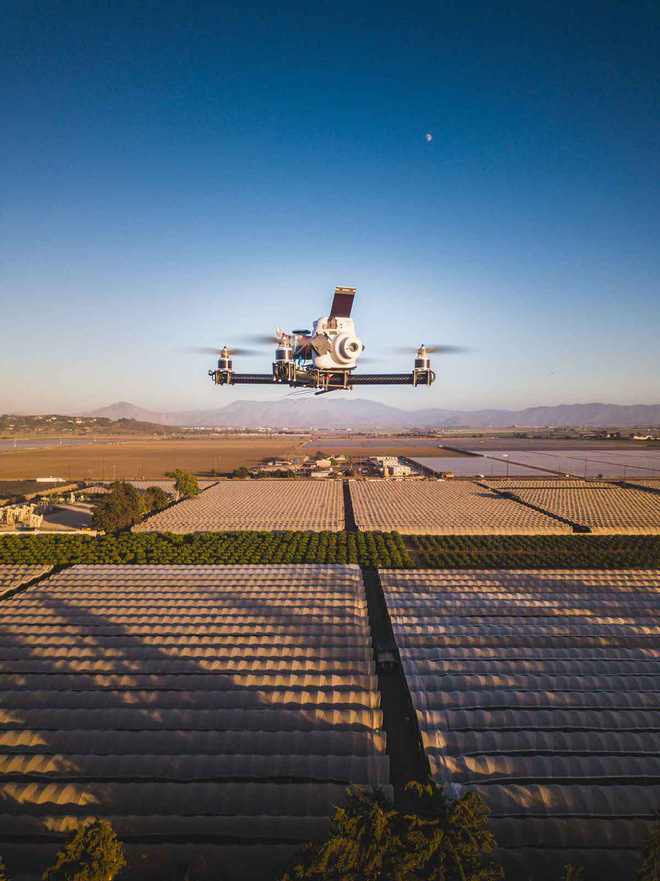 Góc sáng tạo: Kết hợp máy ảnh mì ăn liền Fujifilm Instax cùng Drone, ảnh ra chất không tưởng - Ảnh 5.