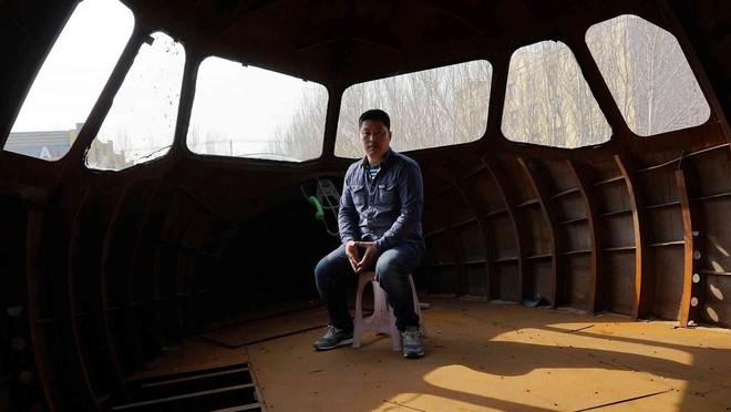 Sợ cả đời không được một lần lái máy bay, nông dân Trung Quốc tự chế riêng cho mình một chiếc - Ảnh 1.