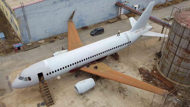 Sợ cả đời không được một lần lái máy bay, nông dân Trung Quốc tự chế riêng cho mình một chiếc - Ảnh 2.