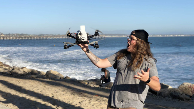 Góc sáng tạo: Kết hợp máy ảnh mì ăn liền Fujifilm Instax cùng Drone, ảnh ra chất không tưởng - Ảnh 2.