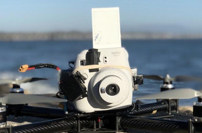Góc sáng tạo: Kết hợp máy ảnh mì ăn liền Fujifilm Instax cùng Drone, ảnh ra chất không tưởng - Ảnh 6.