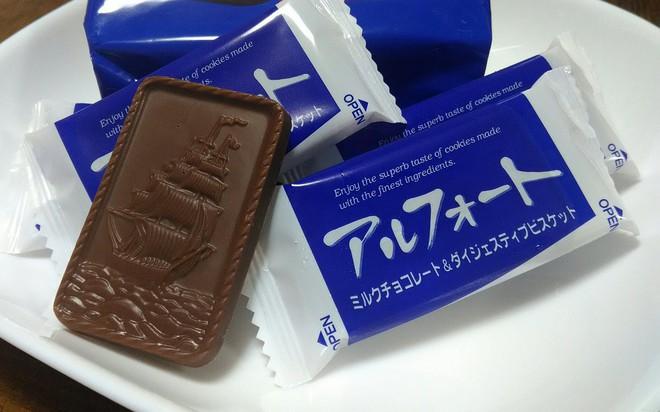 Tưởng chỉ vứt đi, bao bì bánh kẹo bỗng hóa tác phẩm nghệ thuật qua bàn tay của anh chàng Nhật - Ảnh 1.