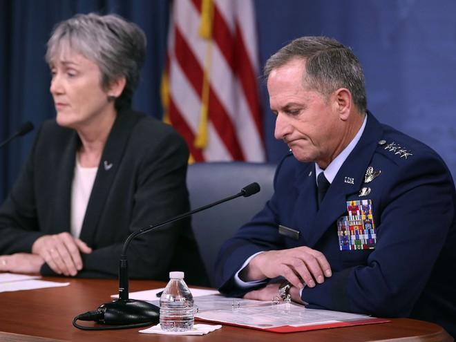 Không quân Mỹ vẫn không thể giải thích vì sao họ chi tới 7 tỷ cho cốc uống cà phê của phi công - Ảnh 2.