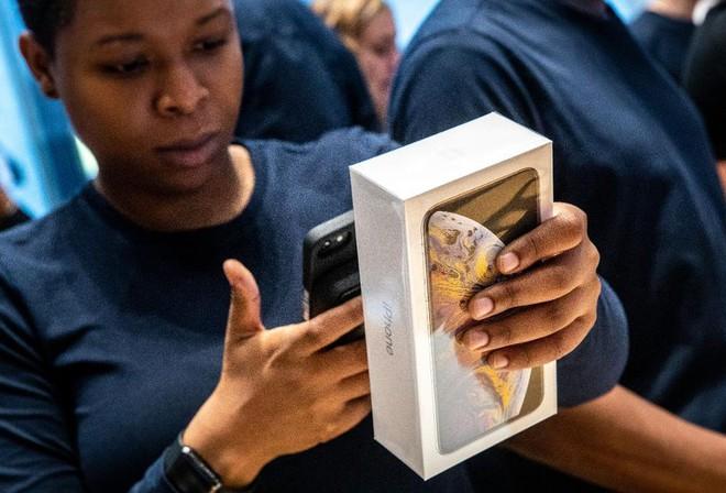 Giáo sư Harvard nhận định: từ bỏ Trung Quốc và sản xuất iPhone tại Mỹ rất khó khăn, nhưng Apple có thể làm được - Ảnh 1.