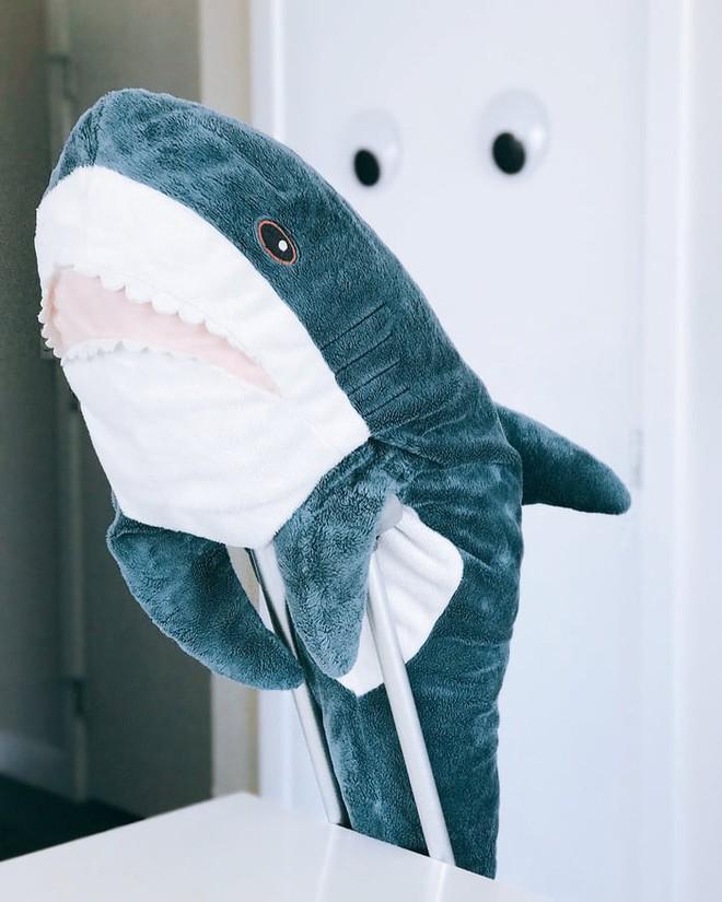 Gặp gỡ Blaha - Chú cá mập nhồi bông đến từ IKEA đang làm náo loạn mạng xã hội thế giới - Ảnh 2.