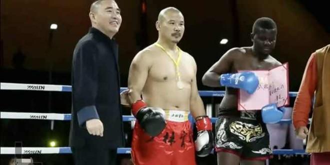 Góc gian dối: Nhà vô địch boxing mà cao thủ Thiếu Lâm nốc-ao trong 43 giây thực ra là du học sinh được thuê về diễn - Ảnh 2.
