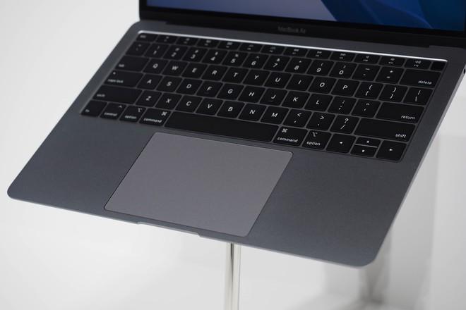 Cận cảnh MacBook Air 2018: Mọi thứ đều ổn trừ cấu hình quá yếu so với giá tiền - Ảnh 9.