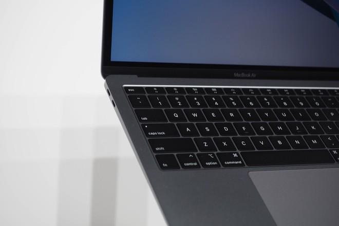 Cận cảnh MacBook Air 2018: Mọi thứ đều ổn trừ cấu hình quá yếu so với giá tiền - Ảnh 11.