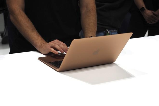 Cận cảnh MacBook Air 2018: Mọi thứ đều ổn trừ cấu hình quá yếu so với giá tiền - Ảnh 1.