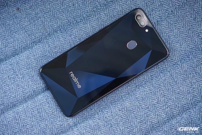 Thêm 1 thánh phá giá vừa đến Việt Nam: Realme tung 3 smartphone cấu hình ngon, camera kép nhưng giá sát ván với Xiaomi - Ảnh 1.