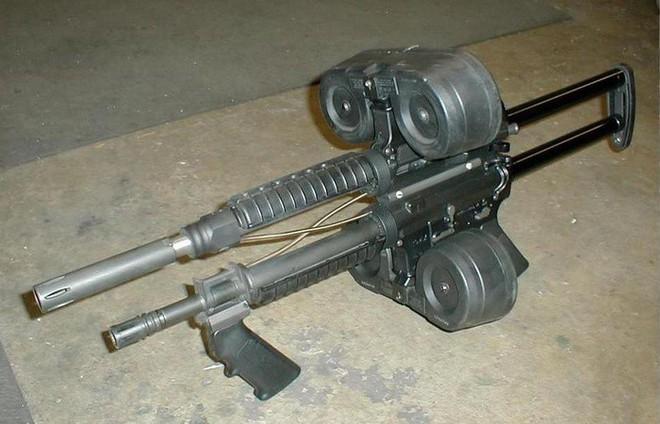 Khám phá khẩu súng độc nhất vô nhị AR-15, làm từ ba khẩu súng ghép lại thành một - Ảnh 6.