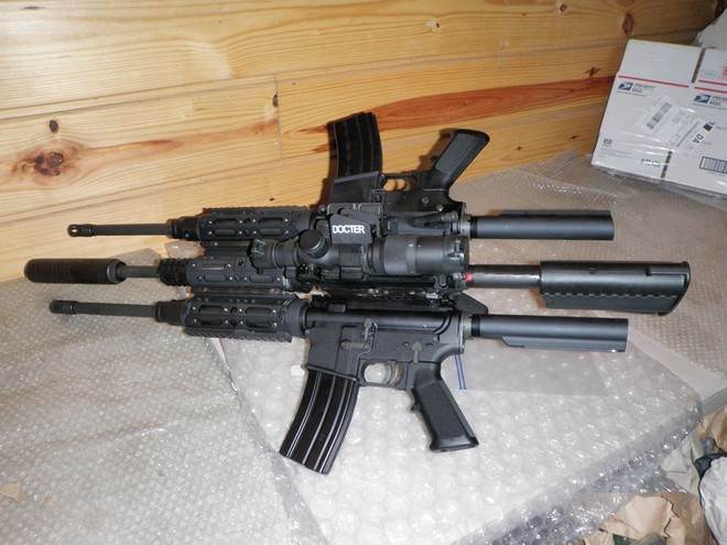 Khám phá khẩu súng độc nhất vô nhị AR-15, làm từ ba khẩu súng ghép lại thành một - Ảnh 4.