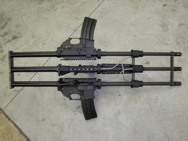 Khám phá khẩu súng độc nhất vô nhị AR-15, làm từ ba khẩu súng ghép lại thành một - Ảnh 2.