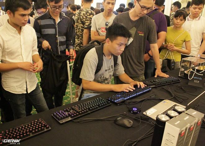 Logitech chính thức ra mắt sạc không dây PowerPlay và tai nghe G933 tại thị trường Việt Nam - Ảnh 9.