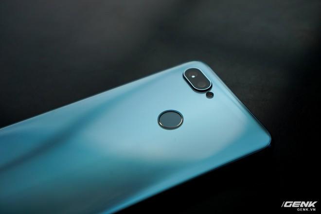 Ảnh thực tế Realme 2 Pro tại Việt Nam: thiết kế giống Oppo F9, chạy Snapdragon 660, RAM 8 GB nhưng giá dưới 7 triệu - Ảnh 5.
