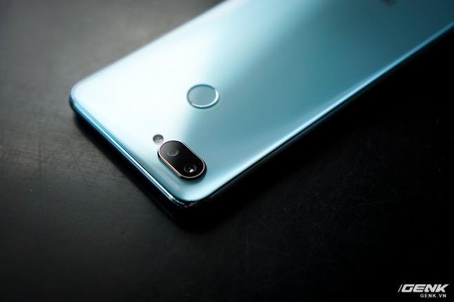 Ảnh thực tế Realme 2 Pro tại Việt Nam: thiết kế giống Oppo F9, chạy Snapdragon 660, RAM 8 GB nhưng giá dưới 7 triệu - Ảnh 15.