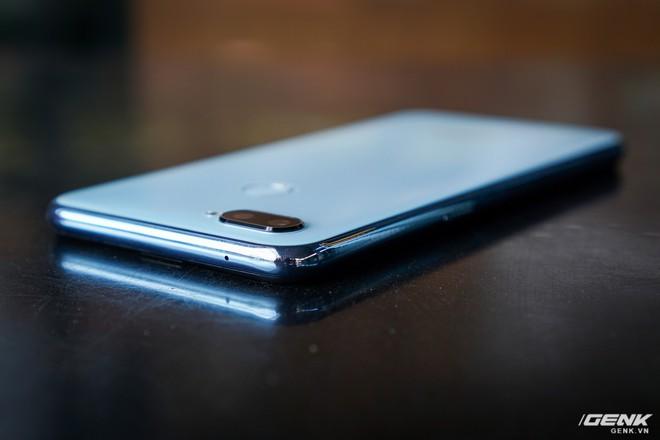 Ảnh thực tế Realme 2 Pro tại Việt Nam: thiết kế giống Oppo F9, chạy Snapdragon 660, RAM 8 GB nhưng giá dưới 7 triệu - Ảnh 7.