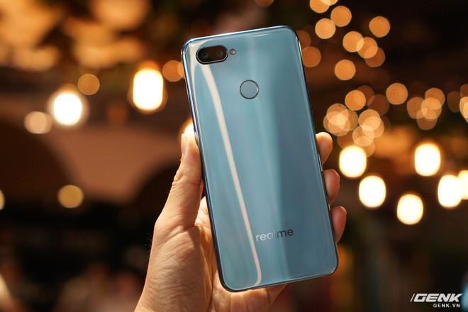 Ảnh thực tế Realme 2 Pro tại Việt Nam: thiết kế giống Oppo F9, chạy Snapdragon 660, RAM 8 GB nhưng giá dưới 7 triệu - Ảnh 24.