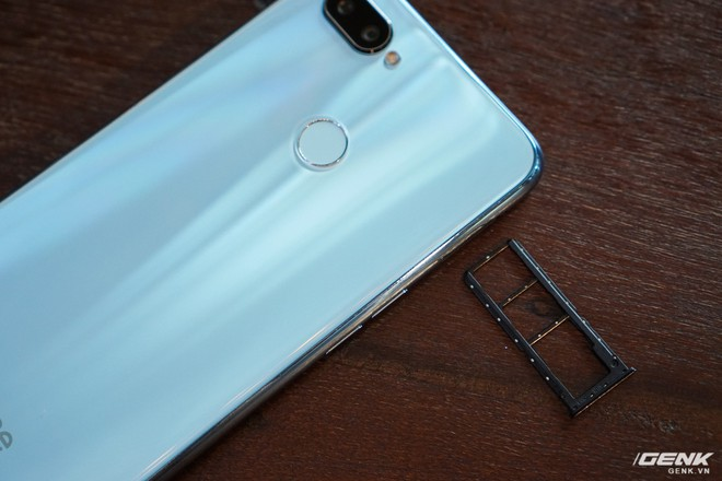 Ảnh thực tế Realme 2 Pro tại Việt Nam: thiết kế giống Oppo F9, chạy Snapdragon 660, RAM 8 GB nhưng giá dưới 7 triệu - Ảnh 10.