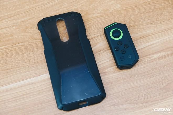 Trên tay smartphone chuyên game Black Shark Helo mới về VN: RAM 10GB, LED RGB, có sẵn tay cầm trong hộp - Ảnh 3.
