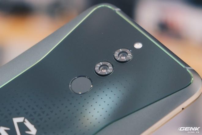 Trên tay smartphone chuyên game Black Shark Helo mới về VN: RAM 10GB, LED RGB, có sẵn tay cầm trong hộp - Ảnh 16.