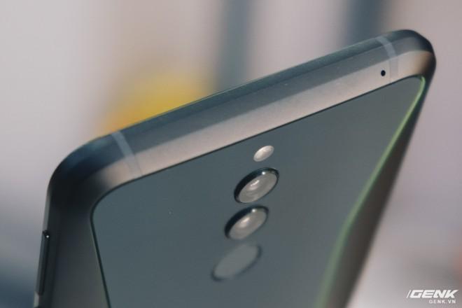 Trên tay smartphone chuyên game Black Shark Helo mới về VN: RAM 10GB, LED RGB, có sẵn tay cầm trong hộp - Ảnh 8.