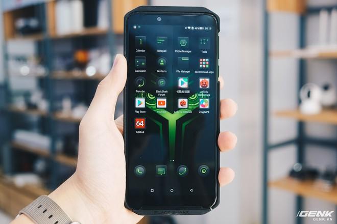 Trên tay smartphone chuyên game Black Shark Helo mới về VN: RAM 10GB, LED RGB, có sẵn tay cầm trong hộp - Ảnh 24.