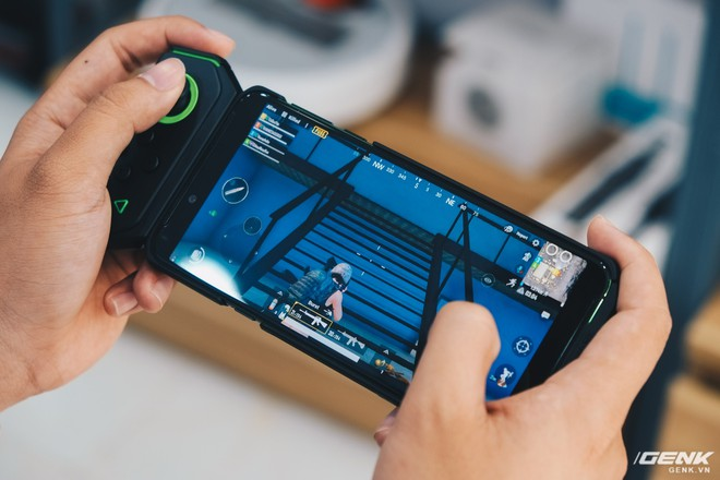 Trên tay smartphone chuyên game Black Shark Helo mới về VN: RAM 10GB, LED RGB, có sẵn tay cầm trong hộp - Ảnh 28.
