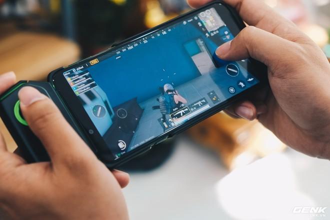 Trên tay smartphone chuyên game Black Shark Helo mới về VN: RAM 10GB, LED RGB, có sẵn tay cầm trong hộp - Ảnh 27.