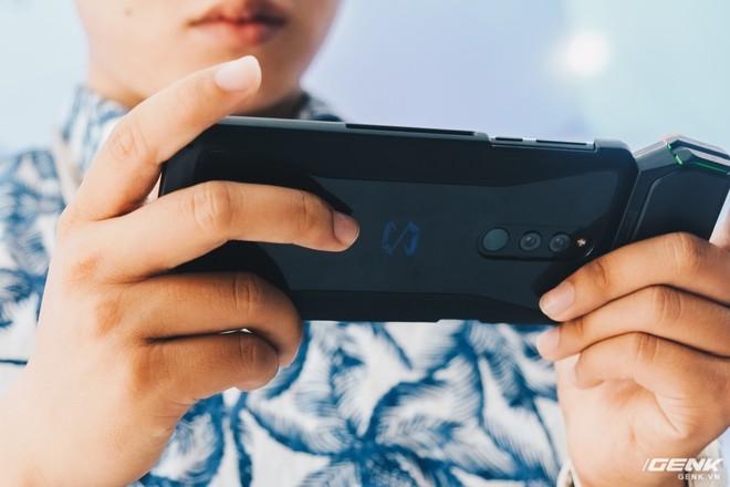 Trên tay smartphone chuyên game Black Shark Helo mới về VN: RAM 10GB, LED RGB, có sẵn tay cầm trong hộp - Ảnh 30.