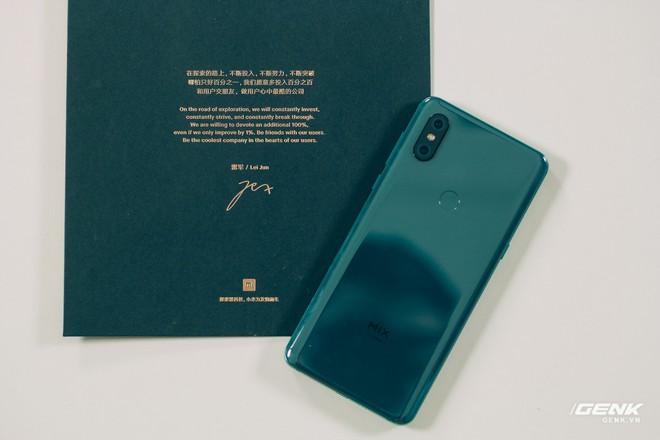 Mở hộp và trên tay Xiaomi Mi Mix 3 mới về VN: Thiết kế trượt độc đáo, cấu hình mạnh, tặng kèm sạc không dây - Ảnh 3.