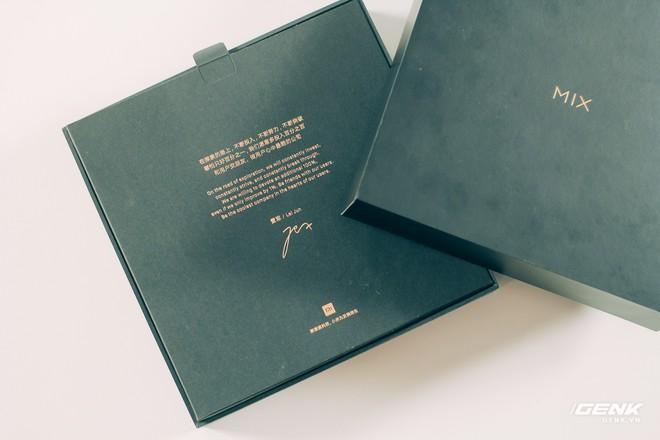 Mở hộp và trên tay Xiaomi Mi Mix 3 mới về VN: Thiết kế trượt độc đáo, cấu hình mạnh, tặng kèm sạc không dây - Ảnh 1.