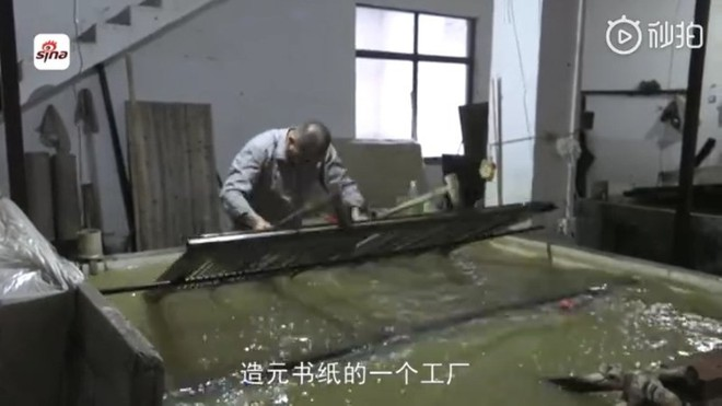 Ra giá 670.000 đồng/xô, nghệ nhân Trung Quốc vẫn gặp khó khăn trong việc thu mua nước tiểu bé trai về làm giấy - Ảnh 1.