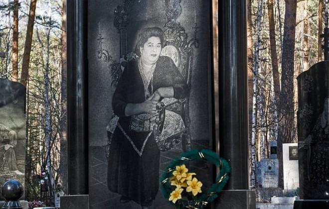 Nghĩa trang mafia độc nhất vô nhị ở Nga: Bia đá to như người thật, khắc họa quyền lực và cuộc sống xa hoa của thế giới ngầm - Ảnh 5.