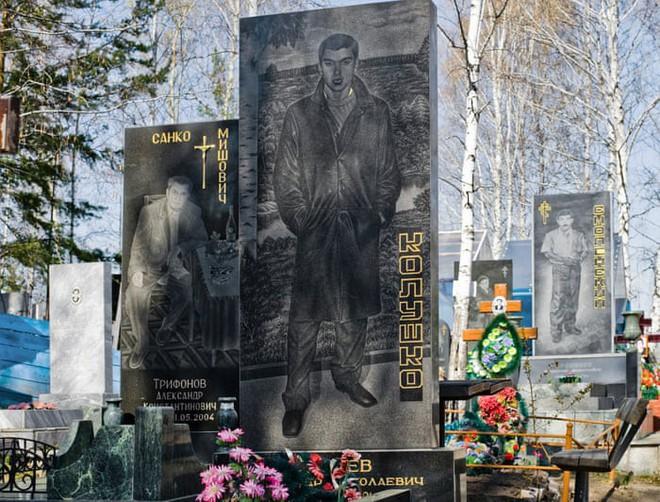 Nghĩa trang mafia độc nhất vô nhị ở Nga: Bia đá to như người thật, khắc họa quyền lực và cuộc sống xa hoa của thế giới ngầm - Ảnh 9.