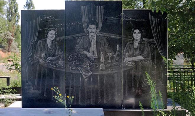 Nghĩa trang mafia độc nhất vô nhị ở Nga: Bia đá to như người thật, khắc họa quyền lực và cuộc sống xa hoa của thế giới ngầm - Ảnh 11.