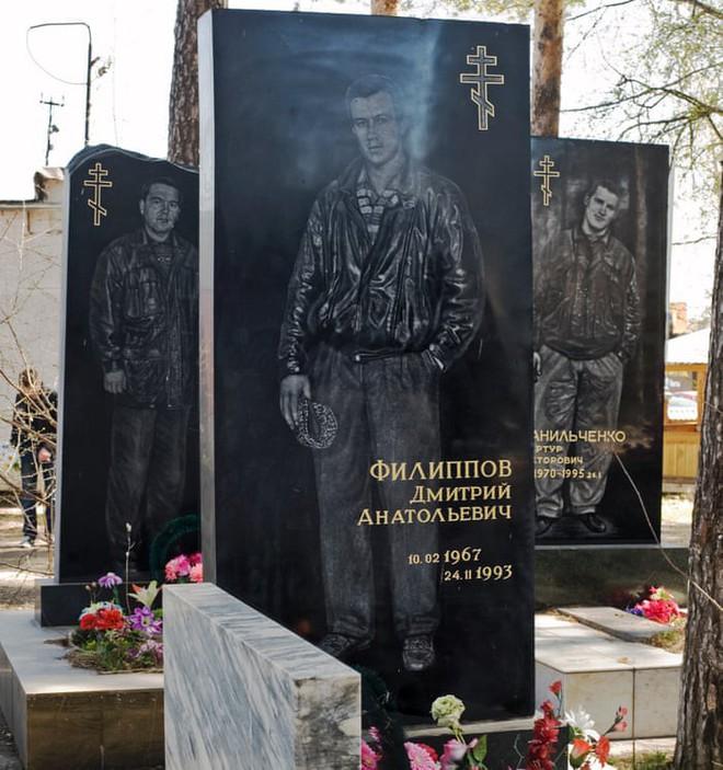 Nghĩa trang mafia độc nhất vô nhị ở Nga: Bia đá to như người thật, khắc họa quyền lực và cuộc sống xa hoa của thế giới ngầm - Ảnh 12.