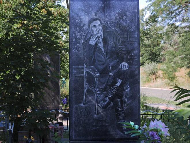 Nghĩa trang mafia độc nhất vô nhị ở Nga: Bia đá to như người thật, khắc họa quyền lực và cuộc sống xa hoa của thế giới ngầm - Ảnh 13.