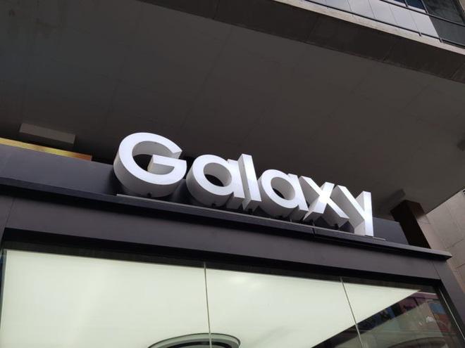 Samsung hứa hẹn smartphone màn hình gập và 5G sẽ giúp mảng di động tăng tính cạnh tranh trong thời gian tới - Ảnh 1.