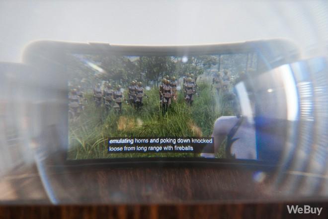 Kính phóng đại màn hình smartphone: Bảo bối cho hội cày phim hay món đồ kì cục của những tâm hồn cô đơn? - Ảnh 9.