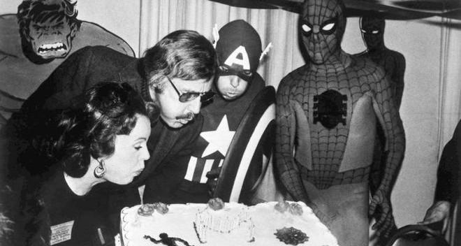 Mối tình kỳ diệu nhất Hollywood của Stan Lee: Yêu từ khi chưa gặp mặt, mất 2 tuần để đập chậu cướp hoa rồi bên nhau 70 năm không rời - Ảnh 5.
