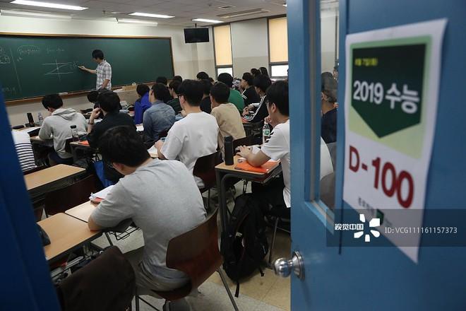 Hàn Quốc ngừng một số hoạt động hàng không, quân sự để học sinh tập trung thi Đại học - Ảnh 1.