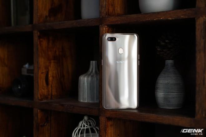 Trên tay OPPO A7: thiết kế đẹp, mặt lưng thủy tinh hữu cơ, cấu hình tầm trung, giá 6 triệu - Ảnh 3.